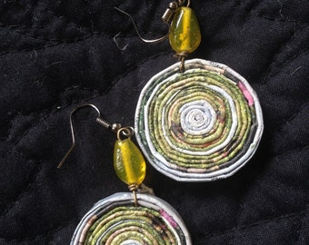 n. 4 GREEN earth TONE Round Coiled paper recycled magazine EARRINGS with glass beads, measure 1.25