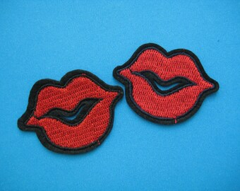 SALE~ 2 pcs Iron-on Embroidered Patch KISS KISS 1.9 inch