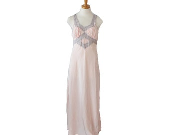 Vintage 40s Soft Pink Peach Lace Slip Nightgown // Full Length // Women Small