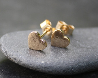 Small heart studs - 9ct gold Love tokens - Valentine