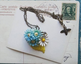 Daisy Necklace, Vintage Flower Pendant Necklace, Boho Chic Blue Floral Necklace for Women
