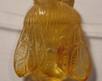 Premium carved Amber  Bee bead  ....... Real ... Natural Amber ...        26 x 19 x 9 mm ....   B2546