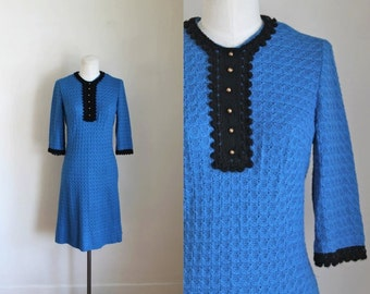 vintage 1960s crochet dress - BLUE BIRD sweater dress / S/M
