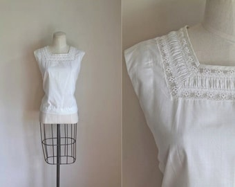 vintage 1950s sleeveless blouse -  CLIMBING SNOW PEA white lace top / L
