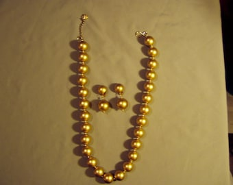Big Bold Matte Yellow Gold Bead Necklace & Matching Clip Earrings Marked AC  8239