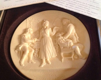 1980 1st Edition The Barber of Seville Ivory Alabaster La Scala Opera Collection Plate Oggetto d'Arte