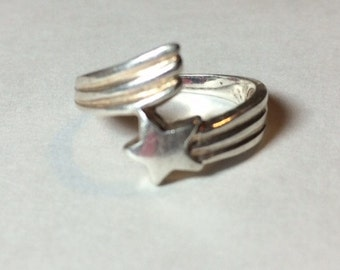 Vintage Sterling Silver Star with Trail Bypass Style Ring Size 6