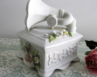 """Vintage Victrola Music Box by Pricer Imports, Plays """"The Way We Were"""" - Cottage Chic - Collectable - Bisque Music Box - Victorian Style"""