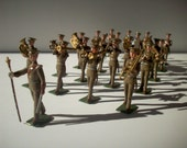 Britain's US Military Band in Peaked Caps / Khaki / 21 Pieces in Handmade Box / Antique Hollow Cast Lead Toy Soldiers / Metal Toy Collection