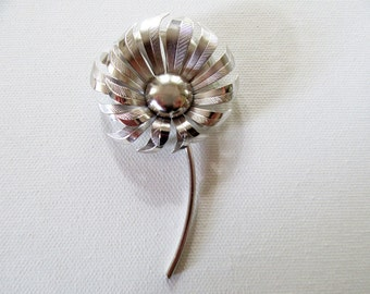 vintage 1960s flower pin silver toneBrooch