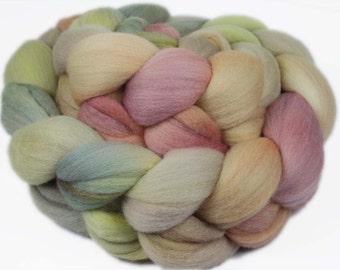 PRAGUE CASTLE PASTEL 19.5m Merino wool roving - 4.0 oz