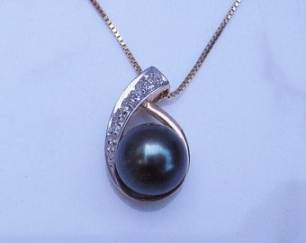 Estate Pearl and Diamond Pendant 14k Solid Yellow Gold with 18 inch chain and Blue Green Pearl