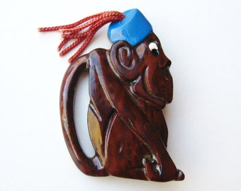 Vintage 40s Carved Wooden Monkey in a Fez Novelty Brooch Pin