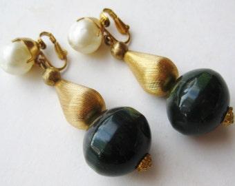 Vintage Hattie Carnegie Green Bakelite Faux Pearl Long Gold Bead Clip On Dangle Earrings