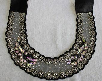 Black aplique necklace for dress