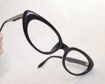 1960s Black cat eye spectacle frames / 60s eyeglasses