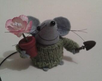 "Percey the gardner (2"" Felt Mouse)"