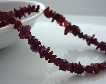 Pretty rough garnet shard/ chip beads 4-6mm 1/2 strand