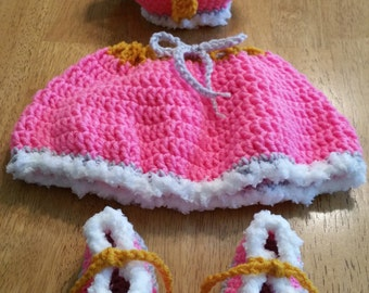 Little Princess crown, skirt & boots set Pink crochet newborn size photo prop / costume