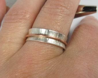 Dainty spinner ring