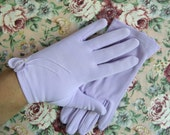 Vintage 1970s Lilac Gloves Purple Flower Rosette Wristlet Gloves 7.5