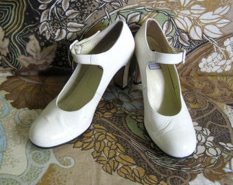 Vintage Charles Jourdan 1980s Shoes Cream Patent Leather Mary Jane High Heel Shoes 8M