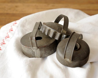 Vintage biscuit cutter, cookie cutter, pastry cutter, baking, photo prop, kitchen decor