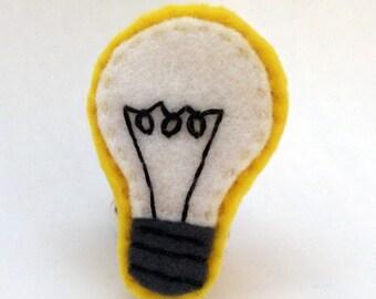 Lightbulb embroidered felt brooch