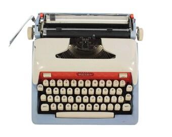 Refurbished Royal Futura 800 Typewriter - Vintage 1950's - Working - Manual - Portable - FREE Domestic Shipping