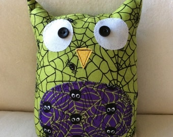 HALLOWEEN - Ollie the Owlet - stuffed owl - green spiderwebs with purple belly
