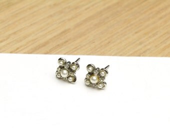 Small Stud Earrings with Tiny Pearls