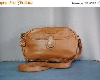 ON SALE 50% Vintage CAMEL Leather Shoulder Bag