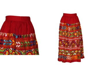 1970s Peruvian / Ethnic  Red Embroidery Skirt size M