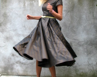 Romantic,elegant,rich,full circle brown, black, silver, gold, dress for special occasions  '50s Era Dresses size S