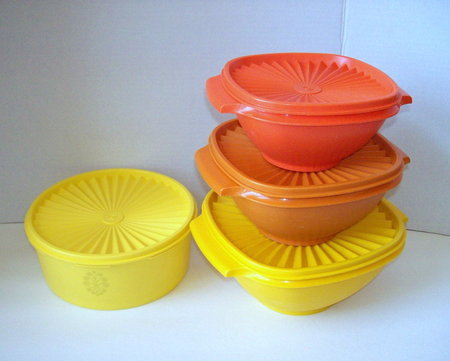 vintage tupperware mixing bowls with lids and tupperware round. Black Bedroom Furniture Sets. Home Design Ideas