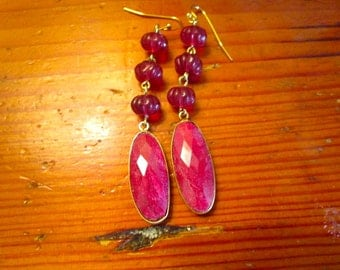 "Spectacular 2 1/2"" Long Genuine RUBY Oval, 22k GOLD Bezel-Set Earrings W/3 Ribbed Czech Ruby Art Glass Dangles Artisan Drop Pierced Earrings"