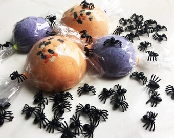 SPIDER BOMB Large Bath Candy GAG Gift Fun Surprise Toys Inside Trick or Treat Bath Bomb - Toy Surprise Inside! - Halloween Party Favor Prank