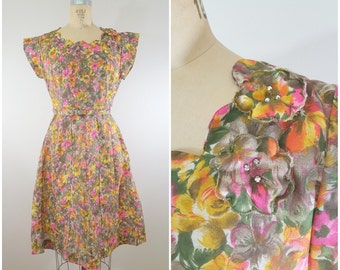 Vintage 1950s Dress / Garden Floral / 50s Cotton Dress / Medium Large