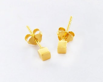 1 Pair of 925 Sterling Silver 24K Gold Vermeil Style Tiny Cube Stud Earrings 3mm.  Polish Finished. : vm0793
