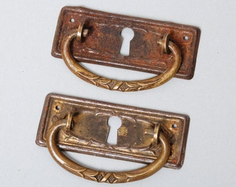 Set of 2 Antique key hole escutcheons with drawer pull handles. Plate with rose decor, Art Nouveau 1920-1930