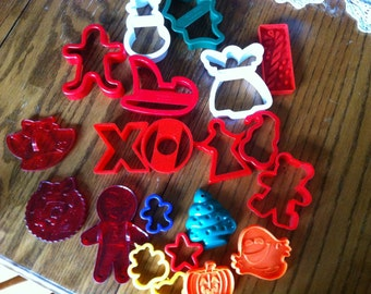 21 Plastic Holiday Christmas Halloween Birthday Cookie Cutters Plastic Tree Gingerbread Angel Stars Ghost Pumpkin Holly Great Colors SHAPES