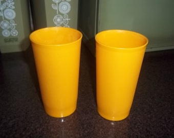 Tupperware Tumblers =Set of 2 Glasses Marked G- Holds 2 cups