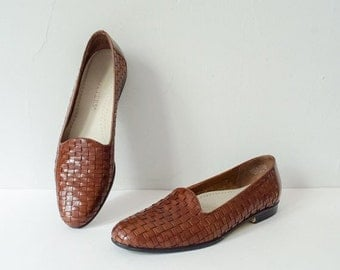 25% OFF SALE / vintage brown leather loafers / woven leather flats / Trotters / size 7.5