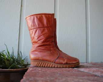 VTG Womens 9.5 Wide Winter Walkers By Mondl Lambs Wool Rustic Distressed Leather Size Zip Winter Boots Snow Rain Boho Hippie Moto Motorcycle