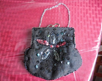 Vintage 1940s to 1950s Small Black Kiss Lock Purse With Iridescent Sequins Flower With Chain Handle Sweet