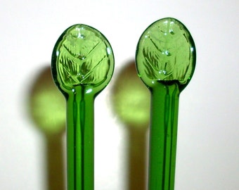 Pyrex Glass Knitting Needles   Made in the USA     Size  10.5  All Green Leaf top