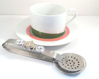 Tea squeezer, tea, wire wrapped, tea lover, kitchen gadget, tea bag, tea bag ssqeezer, gifts under 15 Dollars
