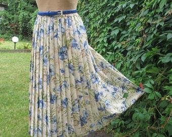 Pleated Skirt / Pleated Skirts / Elastic Waist / Pleated Skirt Floral / Size EUR 44 X UK 16 / Lining / High Waisted