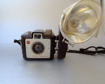 Great Kodak Brownie Holiday Flash Camera - We specialize in Vintage Cameras- Take a Look