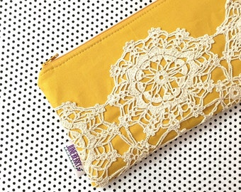 Vintage Lace Doily Zipper Clutch